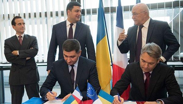 Премьер-министр Владимир Гройсман и министр экономики и финансов Франции Мишель Сапен в пятницу подписали соглашение между компанией Engie и ПАО Укргаздобыча