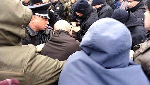 ВОдессе пророссийские активисты устроили драку сПравым сектором, есть схваченные