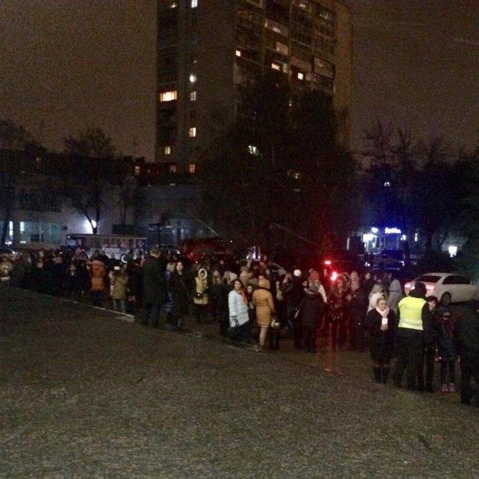 ВСумах сорвали концерт LOBODA, около тысяча человек эвакуировали