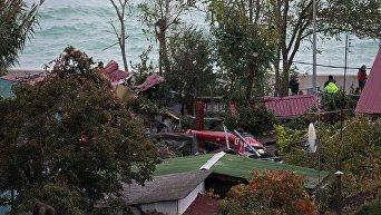 В Сочи вертолет упал на частный дом