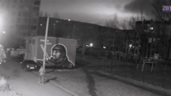 В Санкт-Петербурге граффити с Моторолой облили краской