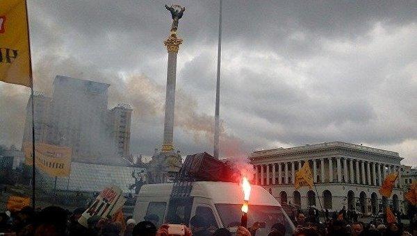 ВКиеве наКрещатике начались столкновения между полицией инедовольными