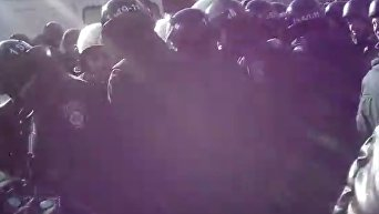 Столкновения вкладчиков банка Михайловский с полицией на Крещатике в Киеве