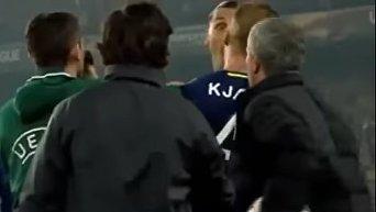 Во время поединка 4-го тура группового этапа Лиги Европы между Фенербахче и Манчестер Юнайтед. Видео