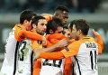 Игроки ФК Шахтер радуются голу во время матча 4-го тура группового этапа Лиги Европы между ФК Гент и ФК Шахтер в Генте (Бельгия)