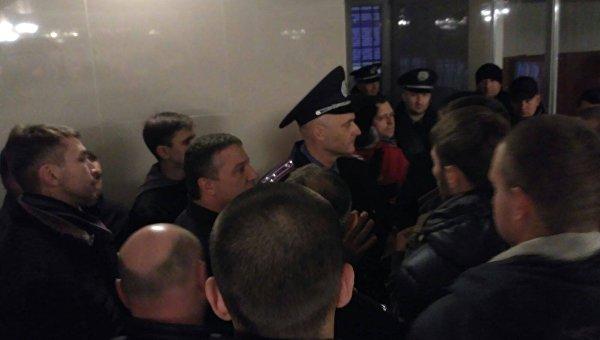 В Черкассах активисты взяли штурмом здание областной полиции
