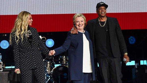 Клинтон приняла участие в концерте Бейонсе