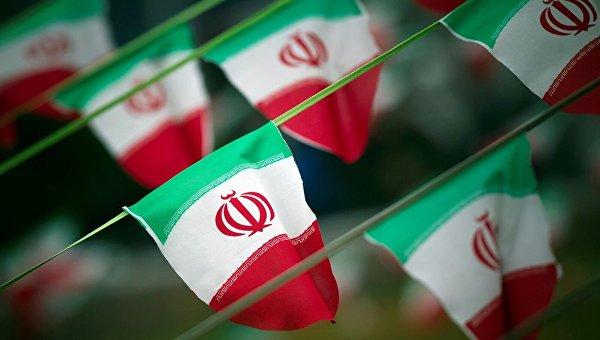Флаги Ирана на площади в Тегеране