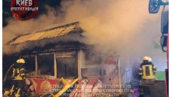 Ночью вКиеве пожар уничтожил киоск