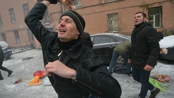 Здание украинского консульства в Санкт-Петербурге забросали костями