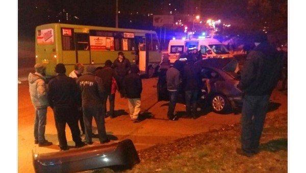 ВХарькове автомобиль столкнулся савтобусом, три человека погибли