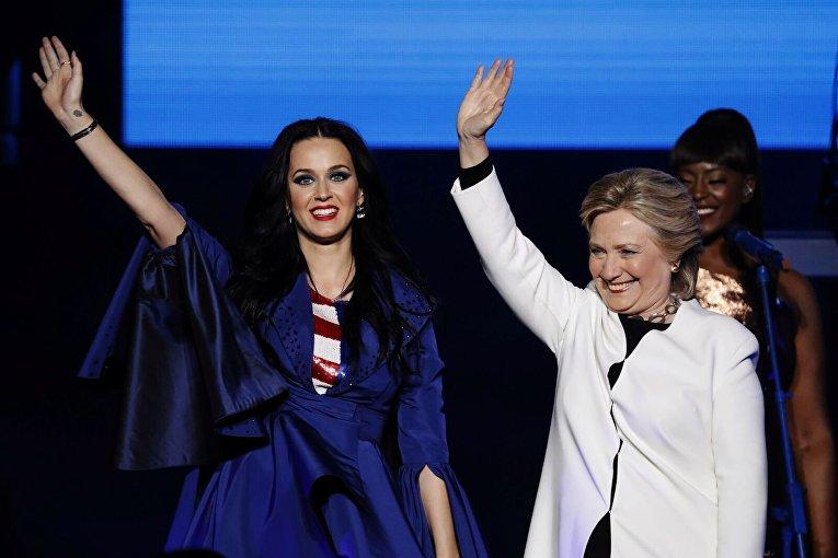 Хиллари Клинтон с Кэти Перри в Филадельфии