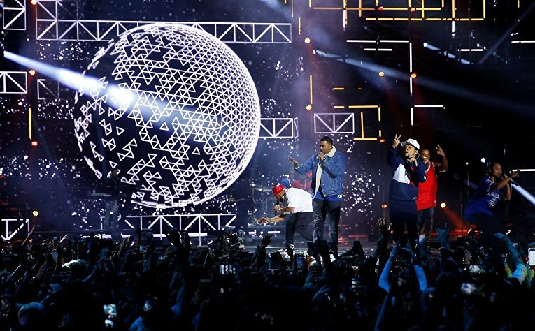 Выступление Бруно Марс на церемонии вручения MTV Europe Music Awards