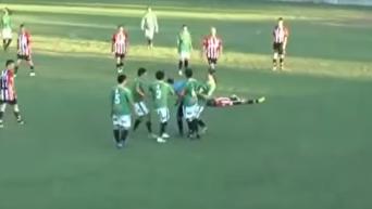 Футбол по-мексикански. Игрок убил судью за желтую карточку. Видео