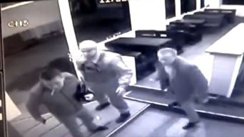 Копы устроили драку со стрельбой в стрип-клубе