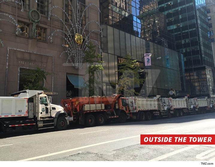 Небоскреб Дональда Трампа в Нью-Йорке окружили грузовиками с песком