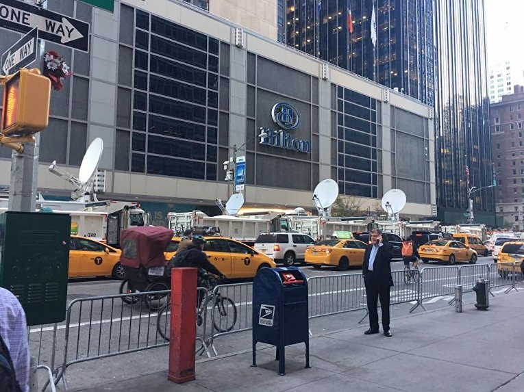 Небоскреб Дональда Трампа в Нью-Йорке защитили грузовиками