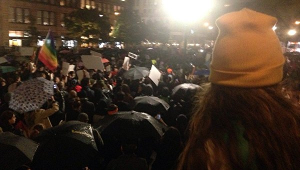 ВНью-Йорке покрайней мере 30 человек задержали намитингах против Трампа