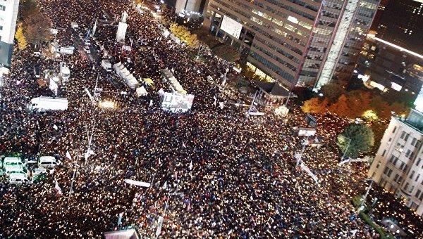 ВСеуле стребованиями отставки президента наулицы вышли домиллиона человек
