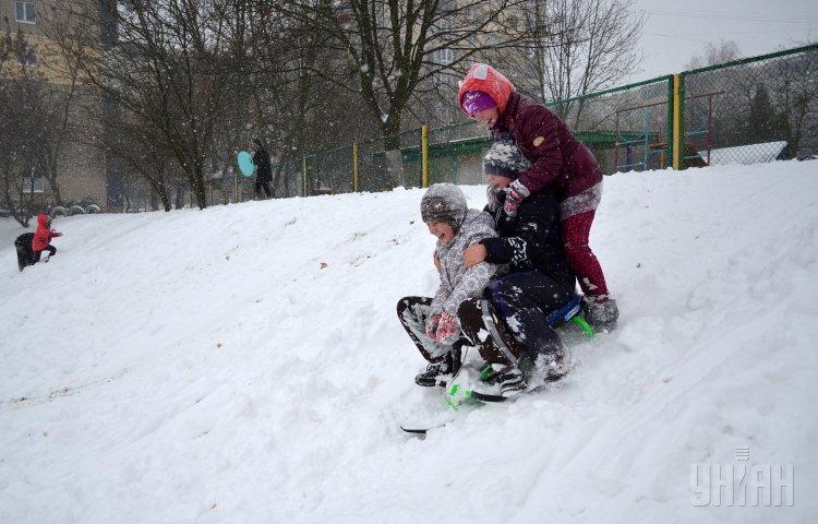 дети катаются на гироскутере видео