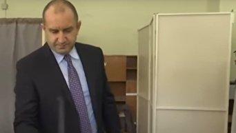 Румен Радев одержал победу на президентских выборах в Болгарии. Видео