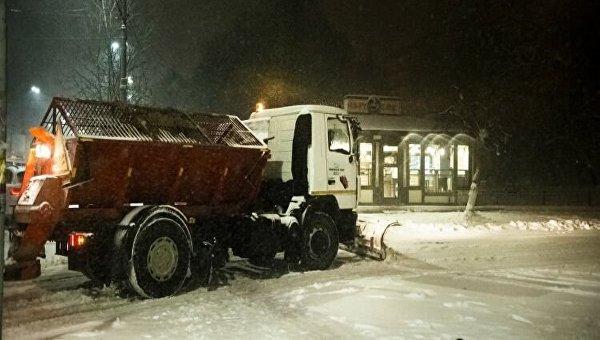 Снег вКиеве убирают практически 500 единиц техники и4600 дворников