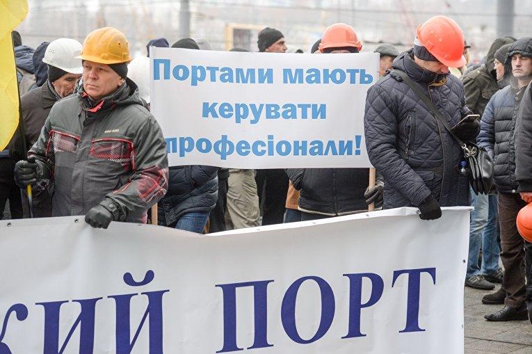 Министр инфраструктуры сообщил опроверке Николаевского морпорта ифилиала АМПУ