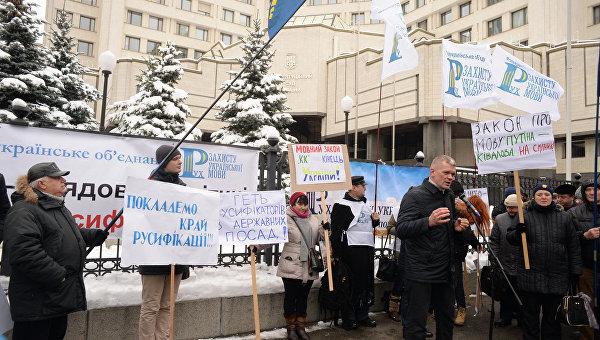 Игорь Швайка в ходе протеста под КСУ во время рассмотрения языкового закона