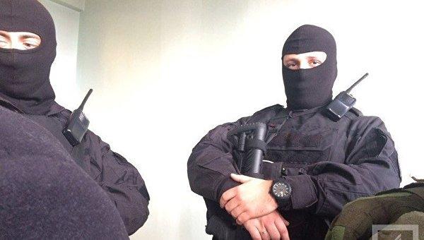 Налоговая полиция проводит обыски