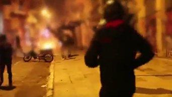 Серьезные столкновения произошли в центре Афин, анархисты сожгли флаг Греции