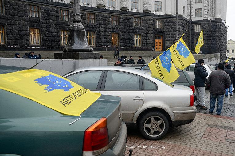 Митинг под Кабмином, организованный объединением Авто Евро Сила