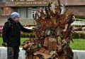 В Запорожье установили трон из снарядов