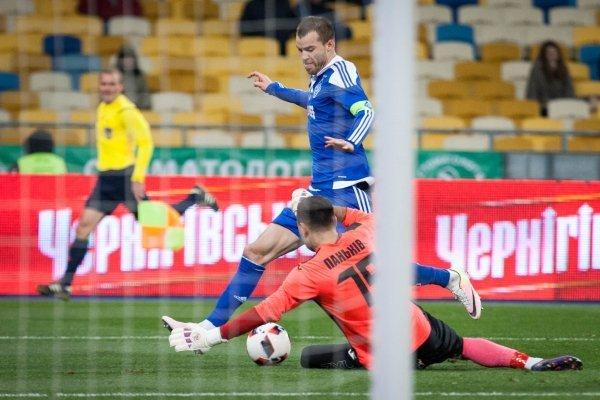Игрок Андрей Ярмоленко (Динамо) и игрок Юрий Панькив (Сталь)