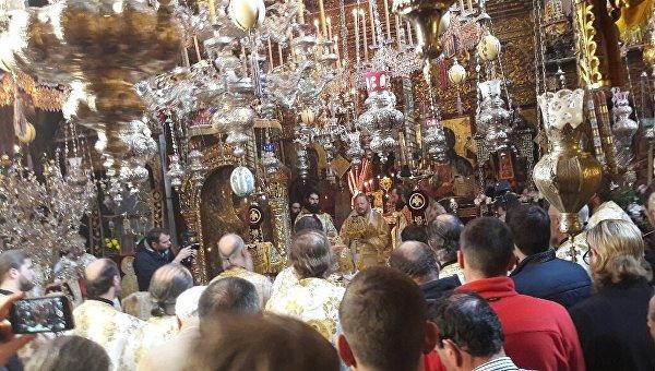 На Афоне более тысячи паломников молились 22 часа в честь Архангела Михаила