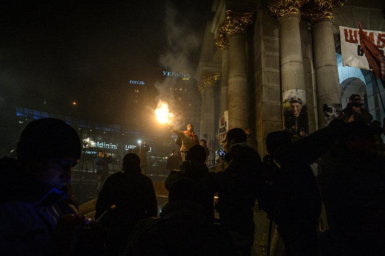 Вече на Майдане с дымовыми шашками и горящими шинами 21 ноября 2016 года