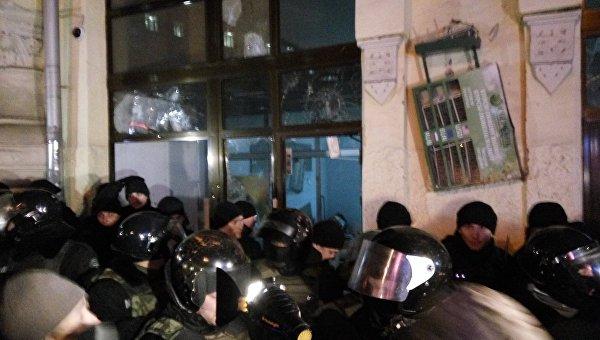 Пострадавших при нападении на«Сбербанк» вцентре украинской столицы нет