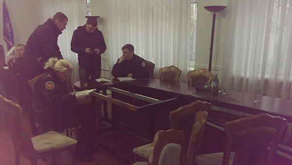 ВОдесской таможне 20 человек вкамуфляже устроили погром