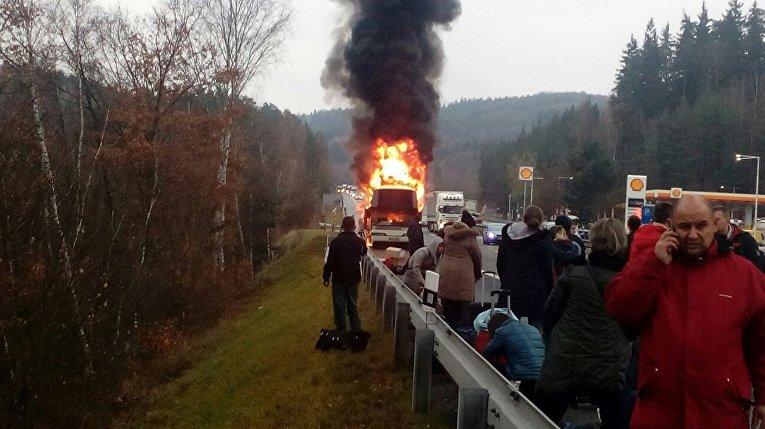 У границы с Чехией дотла сгорел автобус, перевозивший украинцев