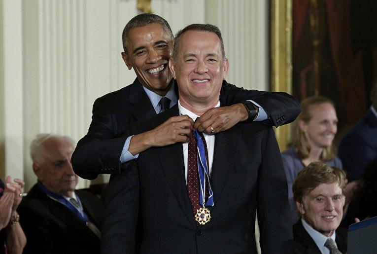 Президент США Барак Обама и знаменитый актер Том Хэнкс, обладатель двух премий Оскар.