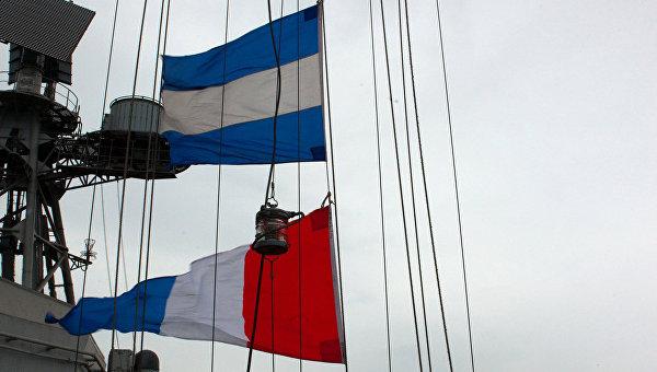 Сигнальные флажки на большом противолодочном корабле Вице-адмирал Кулаков