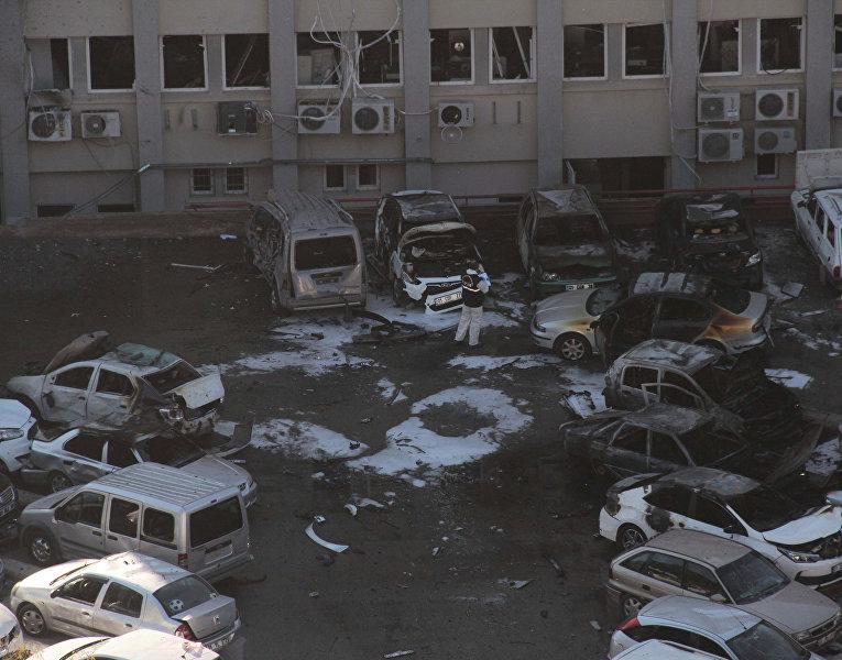 По меньшей мере два человека погибли и 16 получили ранения при взрыве у здания администрации губернатора провинции Адана на юге Турции