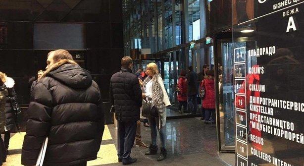СБУ заблокировала вход в киевский бизнес-центр Гулливер утром 25 ноября