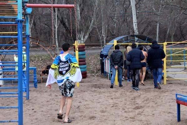 В Мариуполе моржи открыли пляжный сезон в Азовском море