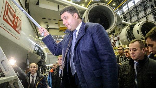Гройсман: Мывозобновим серийное производство самолетов на«Антонове»
