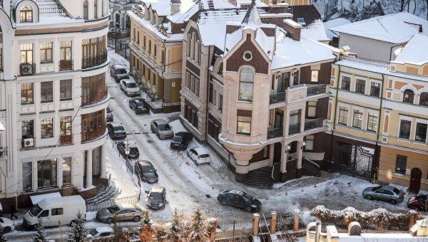 Автомобили на улице в Киеве