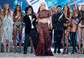 Звезды и модели на красочном Victoria's Secret Fashion Show