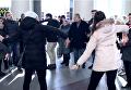 Песенный флешмоб в Днепре: на вокзале хором спели Катюшу. Видео