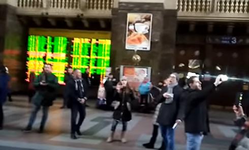Песенный флешмоб на вокзалах Украины: Киев исполнил Солнечный круг. Видео