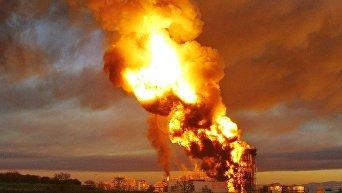 Мощный взрыв и пожар на нефтеперерабатывающем заводе Италии