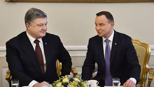 Петр Порошенко и Анджей Дуда во время встречи в Варшаве